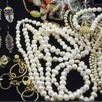 Sell-Your-Pearl-Costume-Jewellery